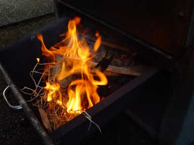 Holz brennt ab
