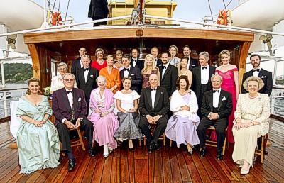 Familienbild anlässlich des 70. Gbeurtstag I.M. der Königin von Norwegen