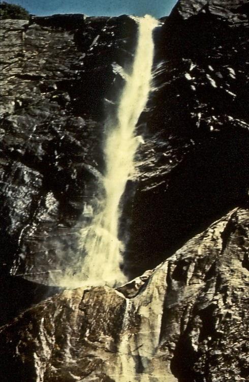 yosemite-waterfall.jpg