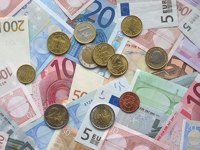 wikipedia, 8c) gemeinfrei  http://upload.wikimedia.orgwikipediacommonsthumb665Euro_coins_and_banknotes.jpg640px-Euro_coins_and_banknotes.jpg