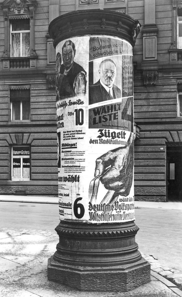 Stuttgart: Litfaßsäule mit Wahlplakaten zur Landtagswahl, 1932