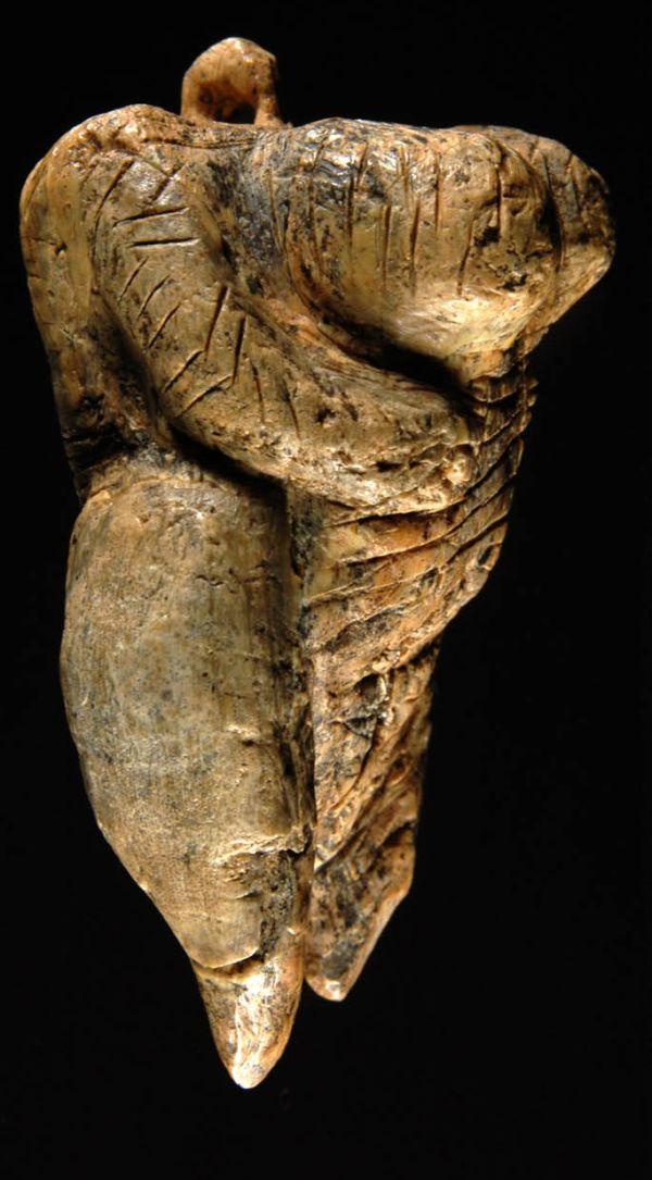 Die Venus vom Hohle Fels: von der Seite