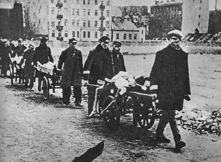 Transfer_of_the_dead_Warsaw_Ghetto_August_1941.jpg