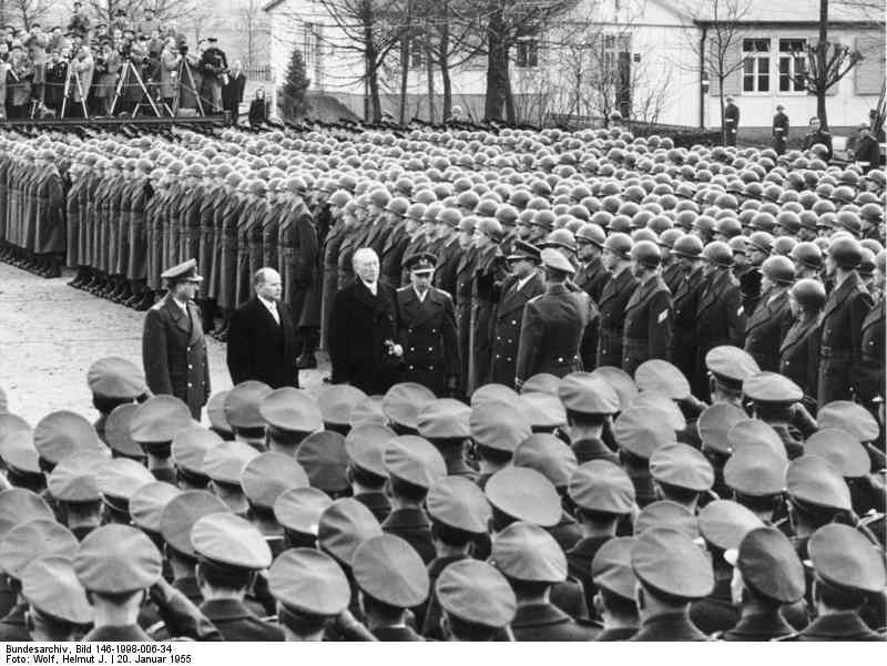 Andernach, 20. Januar 1956: Bundeskanzler besucht erstmals die Bundeswehr.
