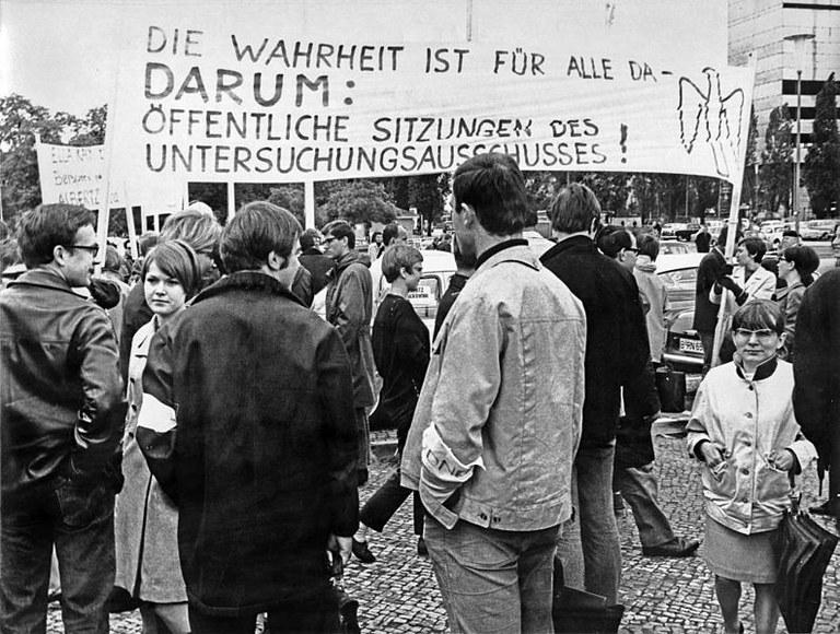 Ludwig_Binder_Haus_der_Geschichte_Studentenrevolte_1968_2001_03_0275.0260_(17059966886).jpg