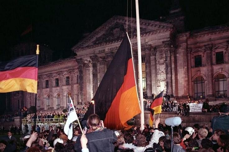 Der Reichstag in Berlin am 3. Oktober 1990