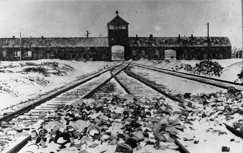 Toreinfahrt in Auschwitz-Birkenau