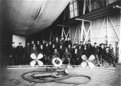 arbeiter-in-der-schwimmenden-halle-1900-240pix.jpg
