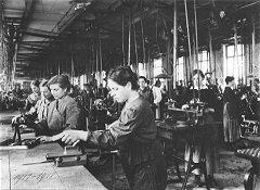 frauenarbeit-im-ersten-weltkrieg-240pix.jpg