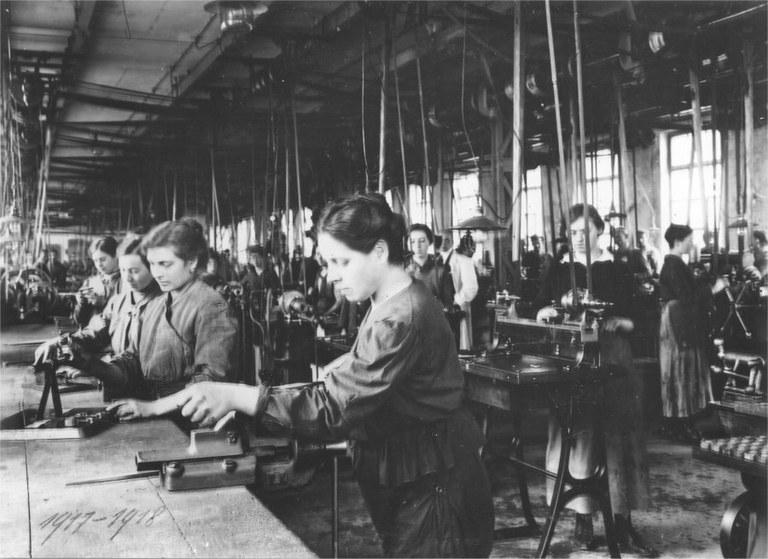 frauenarbeit-im-ersten-weltkrieg-900pix.jpg