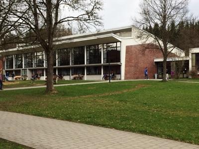 In den Räumlichkeiten der ehemaligen Graf-Stauffenberg-Kaserne Sigmaringen wird 2015 eine Landeserstaufnahmestelle für Flüchtlinge eingerichtet.
