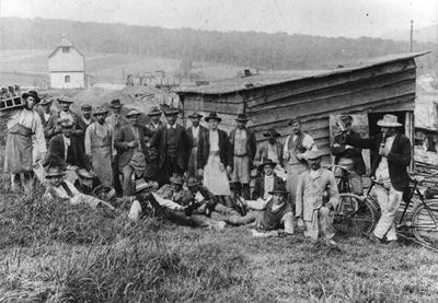 """""""Alpini"""" beim Gleisbau am Bahnhof Hanfertal (Sigmaringen), 1909/10"""