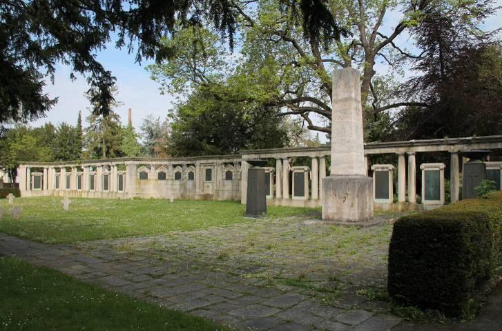 B16 Kriegerdenkmal Unter den Linden.jpg