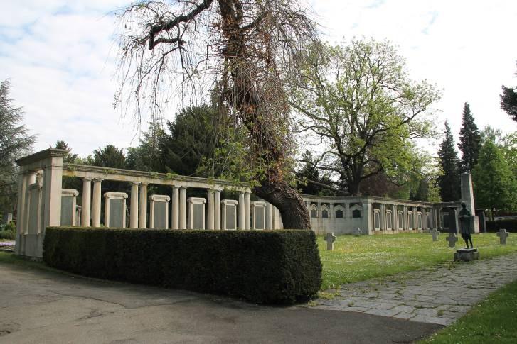 B17 Kriegerdenkmal Unter den Linden.jpg