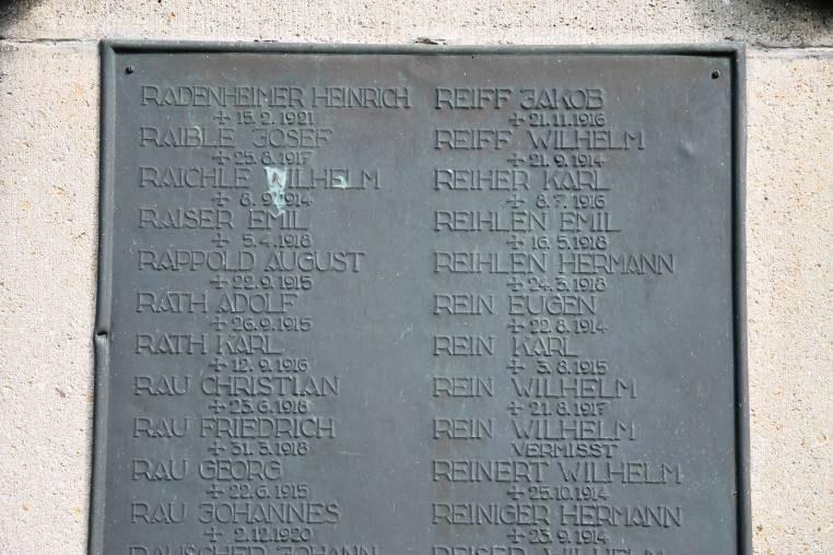 B20 Kriegerdenkmal Unter den Linden - Namenstafel.jpg