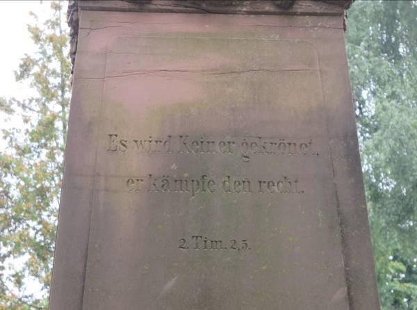 B33 Friedhof Unter den Linden - Denkmal zum Krieg 1870-71 Detail Obelisk.jpg