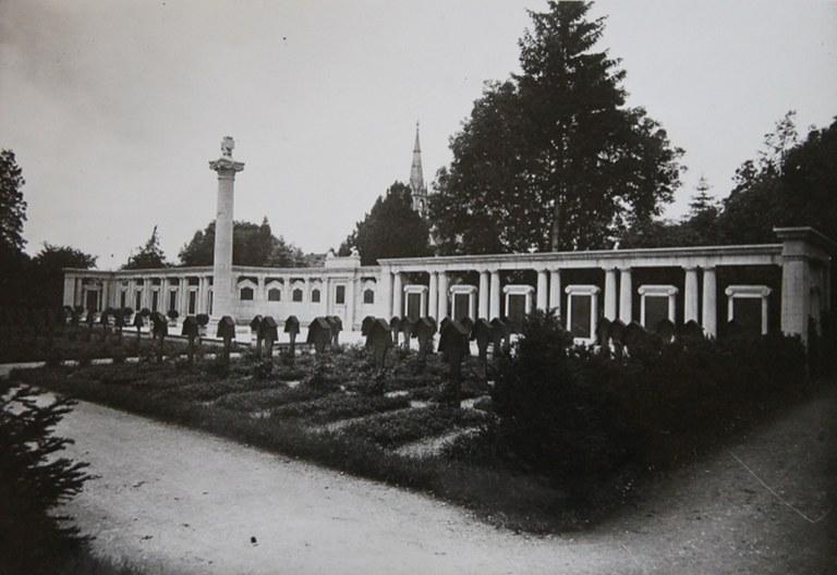 B1 Kriegerdenkmal im Friedhof Unter den Linden Reutlingen (um 1930).jpg