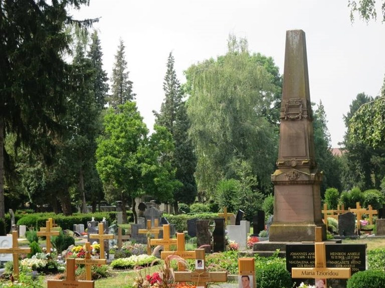 B28 Friedhof Unter den Linden - Denkmal zum Krieg 1870-71.jpg