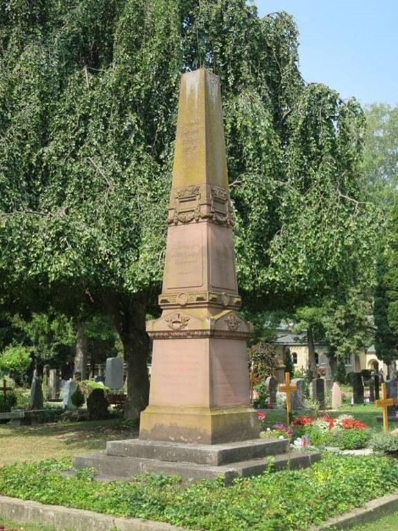 B29Friedhof Unter den Linden - Denkmal zum Krieg 1870-71.jpg