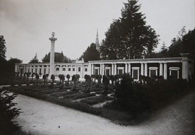 mini_B1 Kriegerdenkmal im Friedhof Unter den Linden Reutlingen (um 1930).jpg