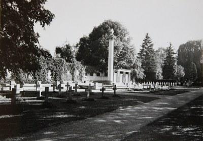 mini_B10 Kriegerdenkmal Unter den Linden vor der Umgestaltung (um 1946).jpg
