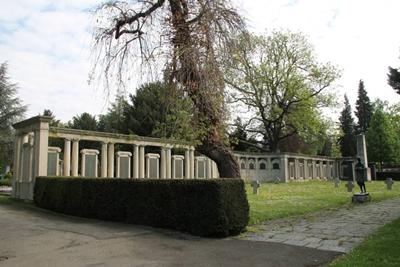 B 17  Kriegerdenkmal Unter den Linden
