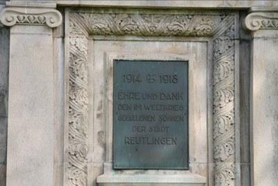 mini_B19 Kriegerdenkmal Unter den Linden - Widmung.jpg