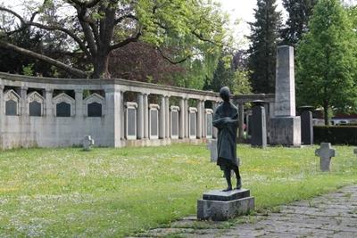 mini_B21 Friedhof Unter den Linden - neue Elemente nach 1945