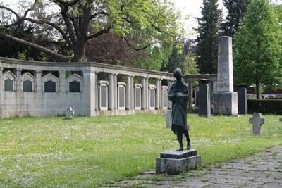 mini_B21 Friedhof Unter den Linden - neue Elemente nach 1945.jpg
