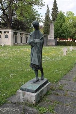 mini_B22 Friedhof Unter den Linden - Skulptur Waise (1954-55).jpg