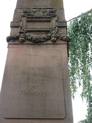 mini_B34 Friedhof Unter den Linden - Denkmal zum Krieg 1870-71 Detail Obelisk.jpg