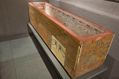 Der Sarg des Idi im Museum der Universität Tübingen MUT