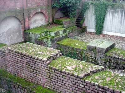 Fundamentreste der römischen Marktbasilika