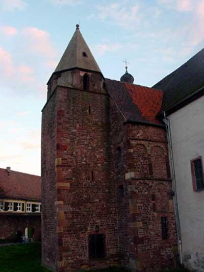 Mittelalterliche Überbauung römischer Fundamente: Hier ein Turm auf dem Kastelltor