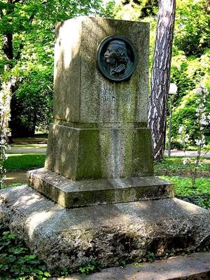 Erneuertes Auerbach-Denkmal