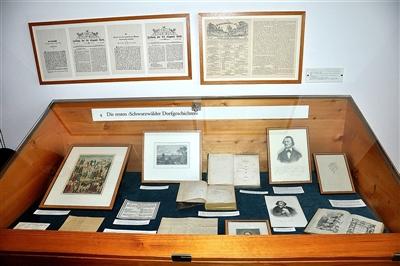 Vitrine 4 im Berthold-Auerbach-Museum.