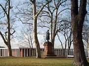 Marbach: Schillerdenkmal vor dem Literaturmuseum der Moderne