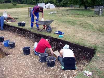 Archäologen bei einer Grabung am Ipf (2008)