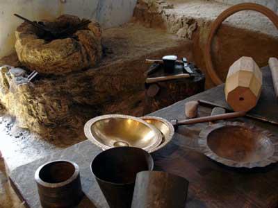 Nachbau einer keltischen Schmiedewerkstatt
