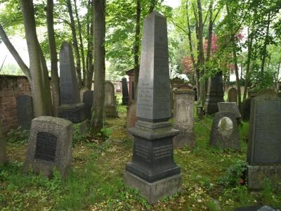 Alter jüdischer Friedhof in der östlichen Karlsruher Kriegsstraße.