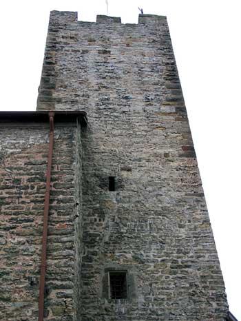 Lauffen: Anbau mit aufgesetztem Bergfried