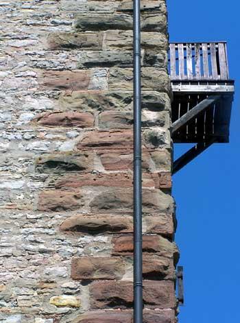 Bergfried-Burg Bruchsal: Eckbossen