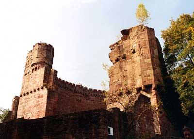 Schildmauer der Burg Dilsberg