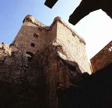 Blick auf die Oberburg der Burg Hohenbaden (sog. Hermannsbau)