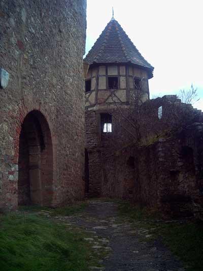 Eingang zur Kernburg mit südlichem Zwingerturm
