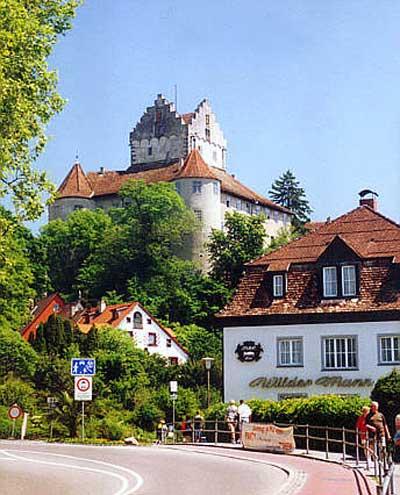 Meersburg am Bodensee ist eine der ältesten Burganlagen, bezeugt seit 988, vermutlich schon in der Merowingerzeit entstanden.