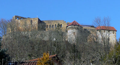 Die Südseite der Burg Hohenrechberg