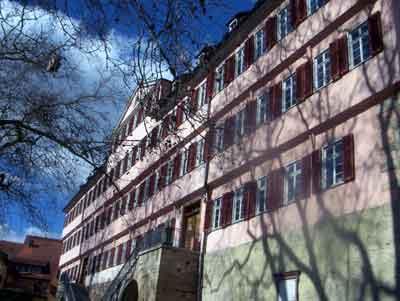 Tübingen wurde von der württembergischen Herrschaft 1477 mit einer Universität ausgestattet, die eine große Bedeutung erhielt. Bald nach der Universitätsgründung wurde die