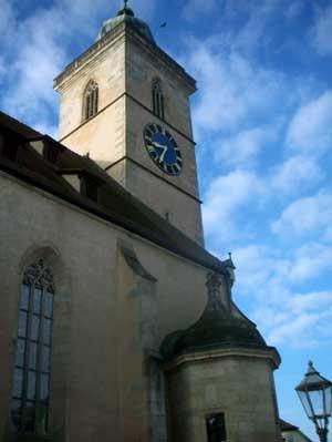 Im täglichen Leben und im Selbstverständnis der Stadtbürger spielte ein eindrucksvoller Kirchebau eine große Rolle. Der hochaufragende Turm war ein religiöses Symbol und gleichzeitig eine gute Möglichkeit, das Land zu überblicken. Die Stadtkirche in Nürtingen wurde im letzten Drittel des 15. Jahrhunderts erbaut.