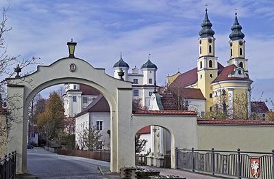 Klosteranlage mit Pfarrkirche